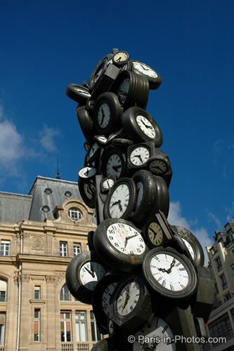 gare saint lazare, paris, monet, clock sculpture
