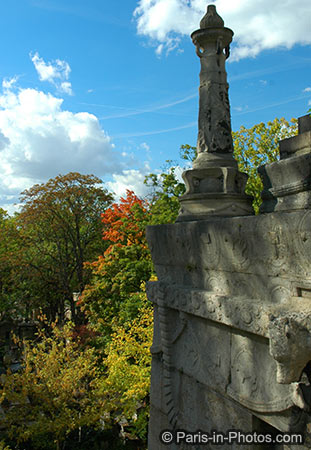 pere lachaise cemetery paris, autumn colours, in the fall