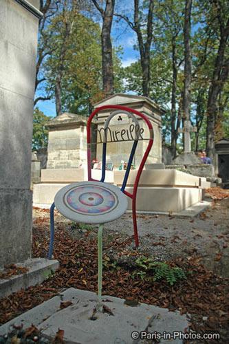 mirelle albrecht, chair tomb, pere lachaise cemetery, paris graves
