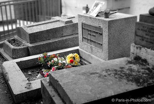 jim morrison, pere lachaise, paris cemetery, jim morrisons grave